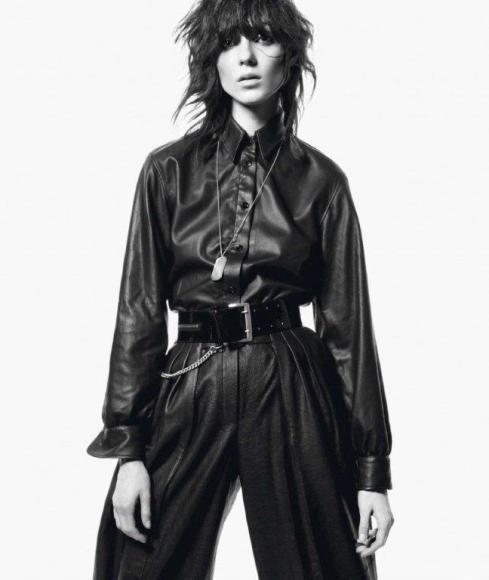 Kati-Nescher-by-David-Sims-Le-Noir-Dans-La-Peau-Vogue-Paris-November-2012-7-800x947