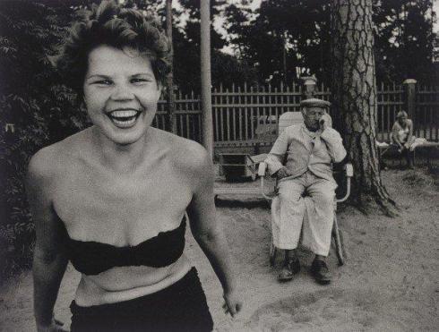 William-Klein-Bikini-Moscow-1959-e1332891524238