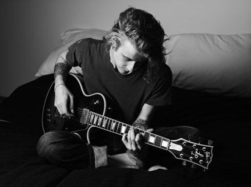 hedi-slimane-california-song-playing-guitar