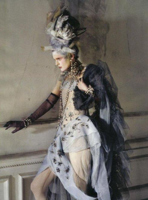 stella-tennant-imogen-morris-clarke-by-tim-walker-for-vogue-italy-march-2010-lady-grey-01