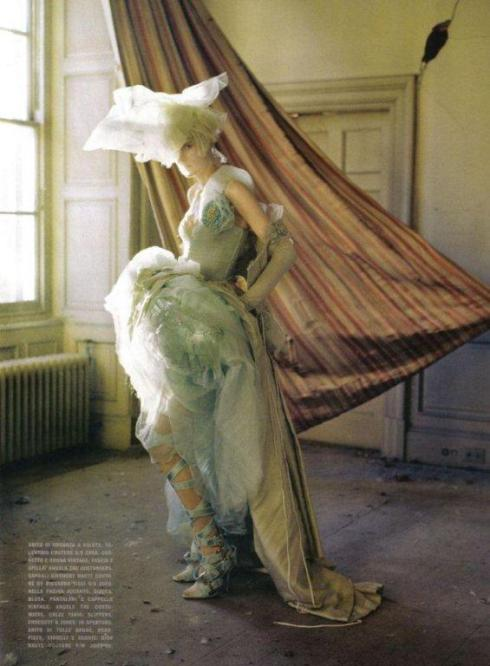 stella-tennant-imogen-morris-clarke-by-tim-walker-for-vogue-italy-march-2010-lady-grey-03