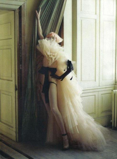 stella-tennant-imogen-morris-clarke-by-tim-walker-for-vogue-italy-march-2010-lady-grey-04