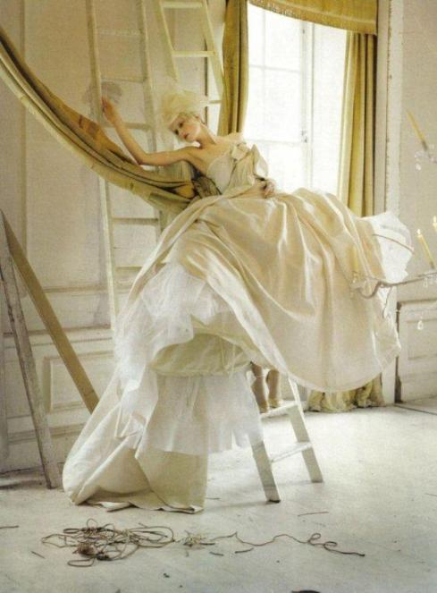 stella-tennant-imogen-morris-clarke-by-tim-walker-for-vogue-italy-march-2010-lady-grey-08