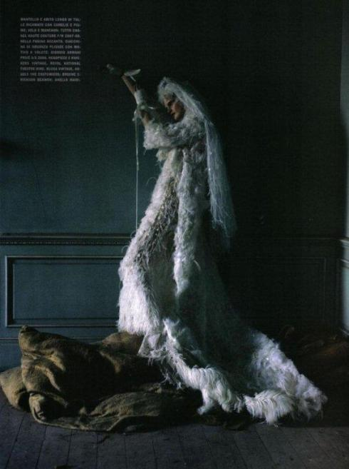 stella-tennant-imogen-morris-clarke-by-tim-walker-for-vogue-italy-march-2010-lady-grey-19