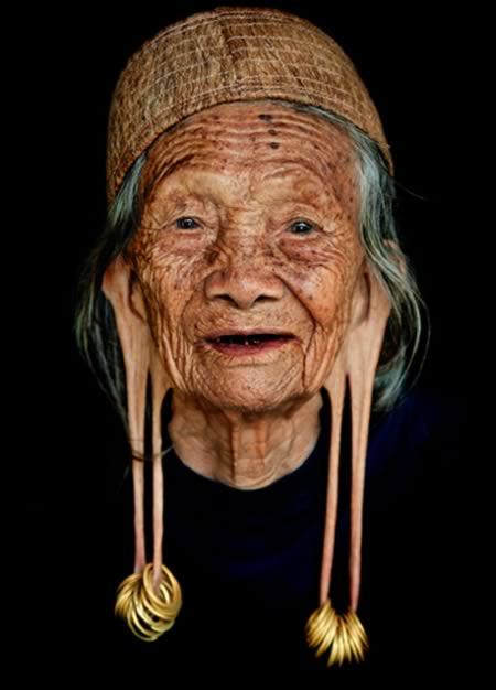 anciana masaje corporal
