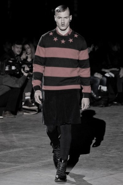 Givenchy-men-black-red-stripe-jersey-star-sweater-fall-winter-2012