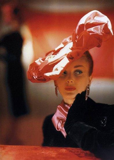 Suzanne-et-Roger-Vivier-hat