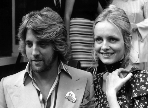 model-twiggy-and-her-manager-boyfriend-justin-de-villeneuve-1970