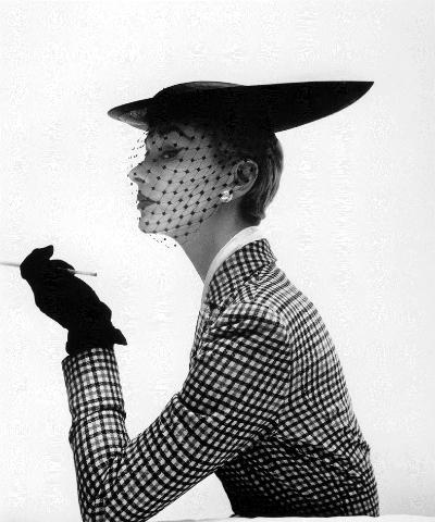 lisa-fonssagrives-lilly-dache-hat-irving-penn-vogue-feb-15-1950