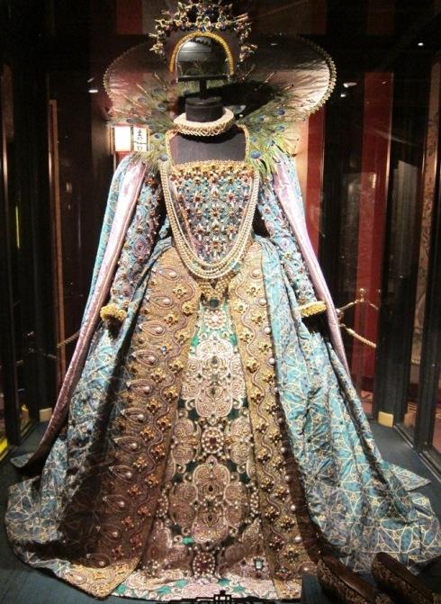 costume Judi Dench