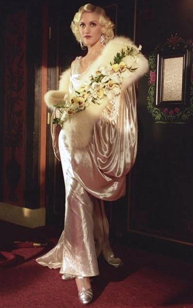 Gwen Stefani as Jean Harlow in The Aviator 2004.