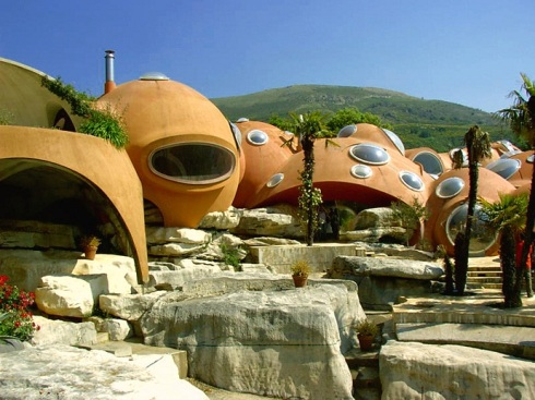 Pierre-Cardin's-Bubble-House-by-Antti-Lovag-designrulz-1