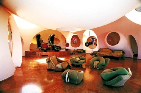 Pierre-Cardin's-Bubble-House-by-Antti-Lovag-designrulz-4