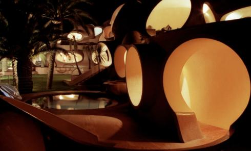Pierre-Cardin's-Bubble-House-by-Antti-Lovag-designrulz-4