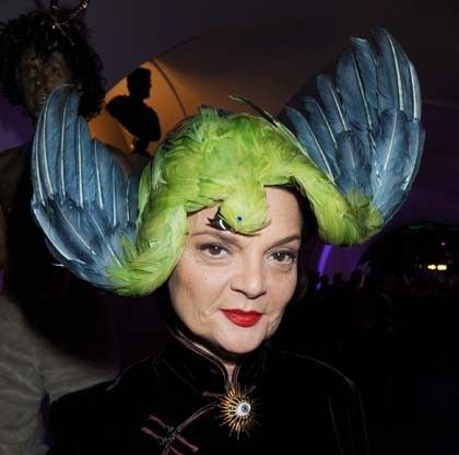 Lulu Guinness in a Stephen Jones 2011