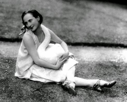 Anna-Pavlova-and-her-swan-Jack-3
