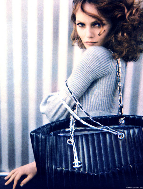 vanessa-paradis-and-chanel-new-mademoiselle-bag-gallery-1